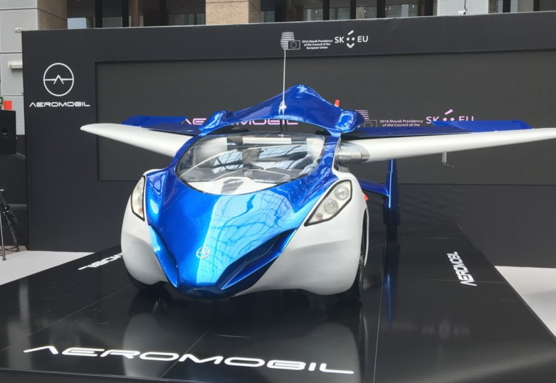 Летающий автомобиль AeroMobil изСловакии покажут вапреле