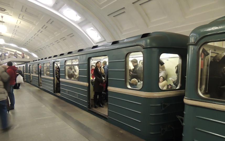 В столице России кинолог накрыл собой пассажира метро, упавшего под поезд