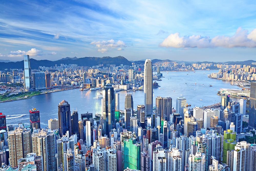 При ДТП вГонконге пострадали 70 человек