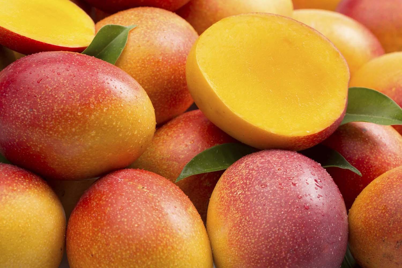 ВЯпонии пара плодов манго была продана зарекордную сумму