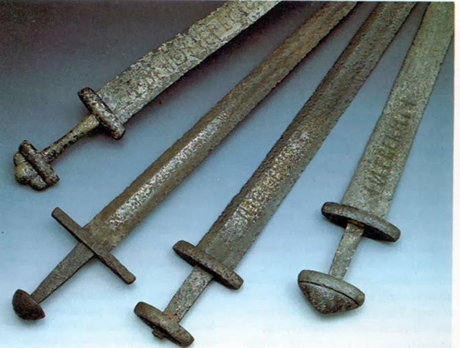 Датские ученые узнали, что викинги носили мечи для красоты