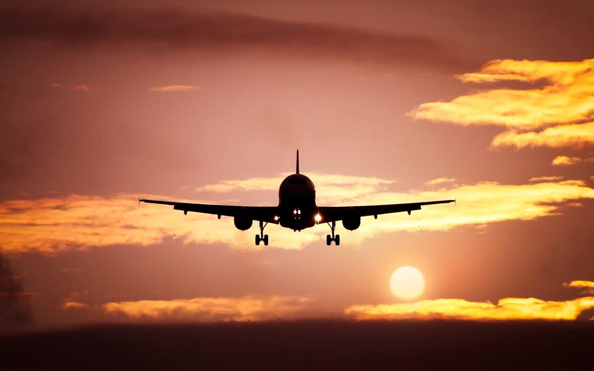 Влетевший изРиги в столицу России самолёт ударила молния