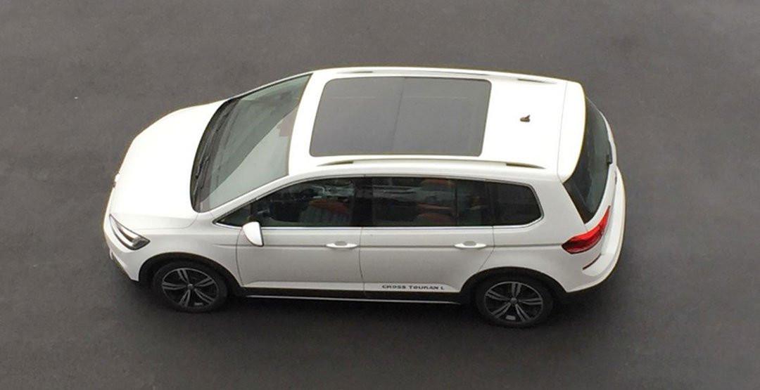 Компактвэн VW Touran стал кроссовером
