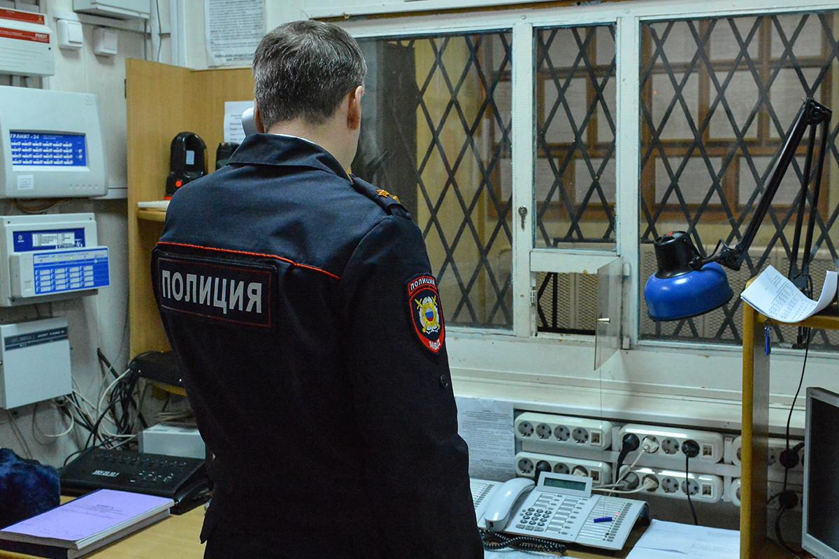Перевозчица денежных средств откусила мизинец напавшему грабителю— Подольск