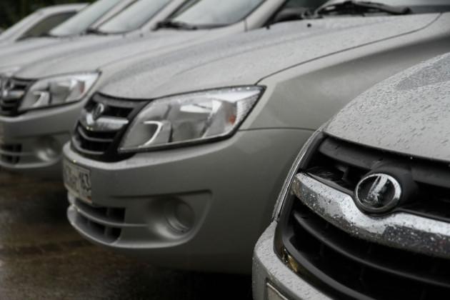 На рынке автомобилей РФ растет доля отечественных марок