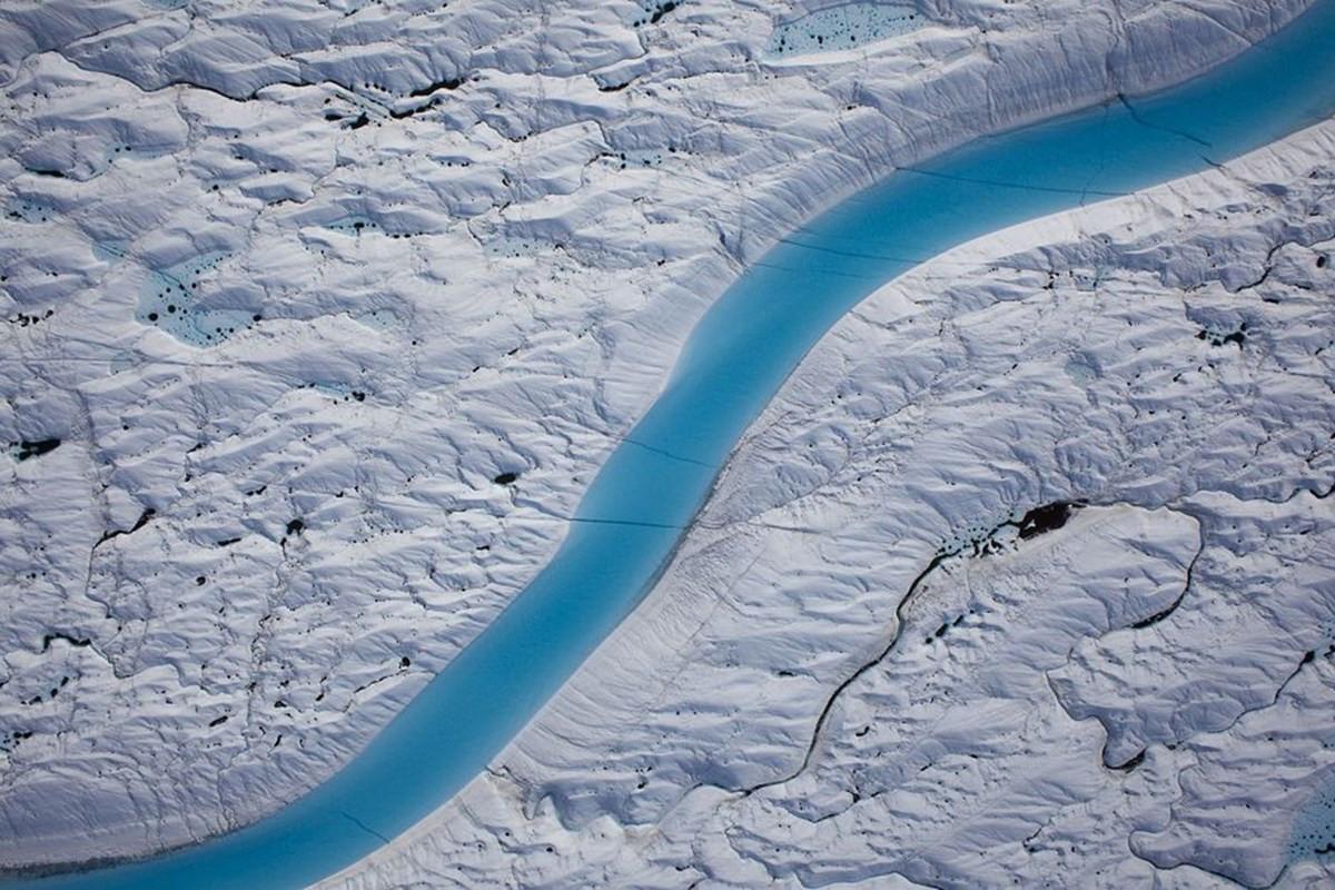 NASA показало на фото, как разрушается крупнейший ледник Гренландии
