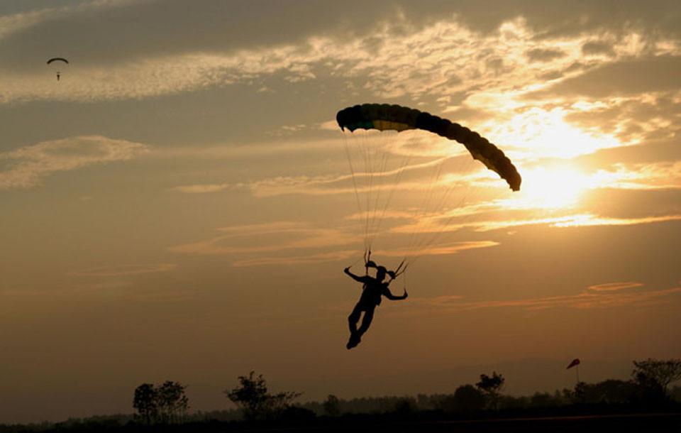 Таможенники задержали венгерского парашютиста, который из-за сильного ветра нелегально пересек границу государства Украины