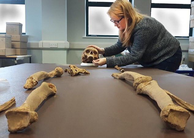 ВСоединенном Королевстве Великобритании  найдены останки умершего 700 лет назад первосвященника