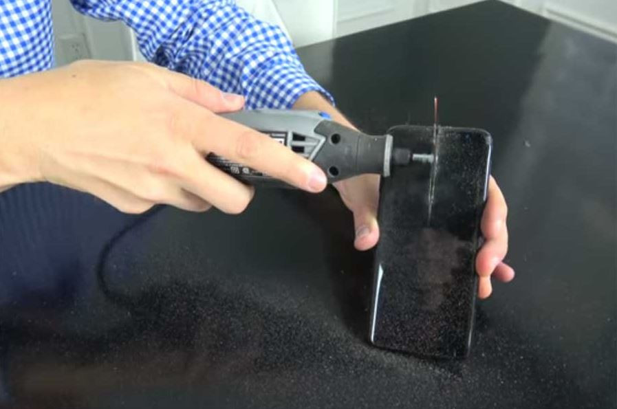 Специалисты проверили батарею нового Самсунг Galaxy S8 навзрывоопасность