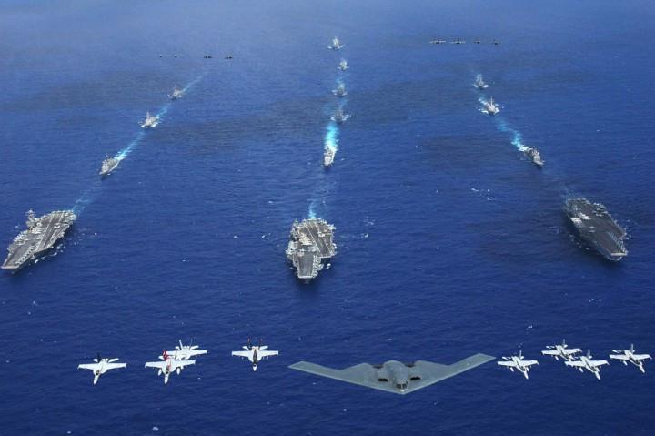 Авианосец США Carl Vinson пробудет уберегов Корейского полуострова еще месяц