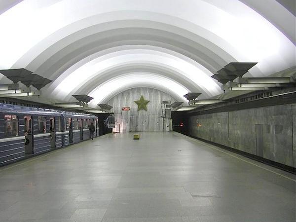 Настанции метро «Площадь Мужества» вПетербурге отыскали бесхозный предмет