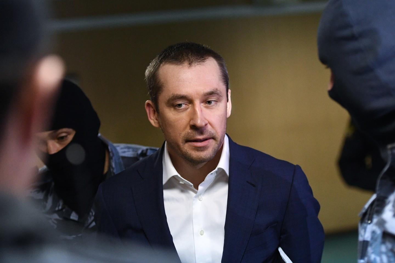 Отца полковника-миллиардера Захарченко арестовали зарастрату