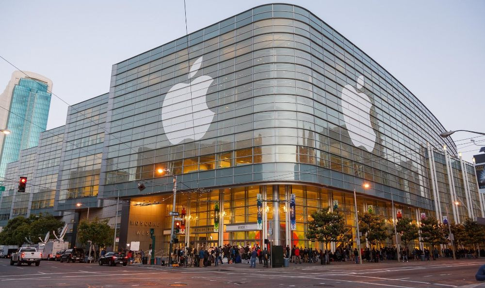 Компания Apple хочет  обновить iPhone кдесятилетию выхода