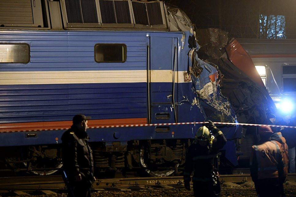 Вред  отстолкновения электрички ипоезда в столице России  превысил 15 млн  руб.