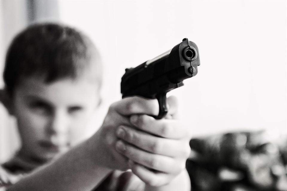 Застрелил случайно друга изпистолета отца ребенок вКанаде