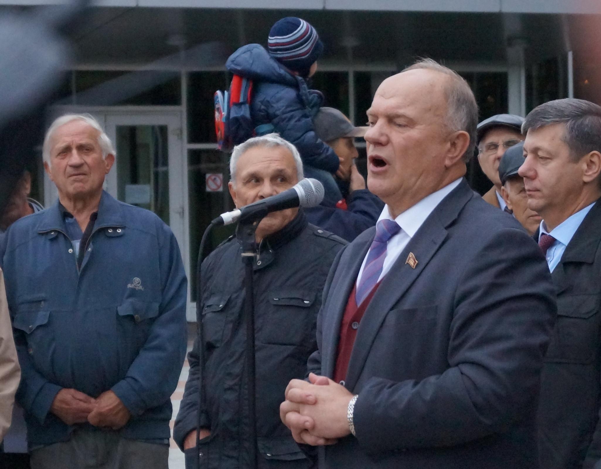 Зюганов требует отСовета Безопасности Российской Федерации рассмотреть законодательный проект оперезахоронении Ленина