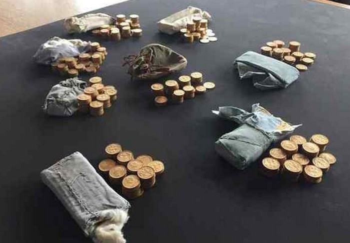 ВБритании встаринном фортепьяно отыскали золотые монеты