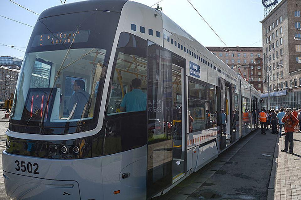 В столице неизвестные измашины обстреляли трамвай