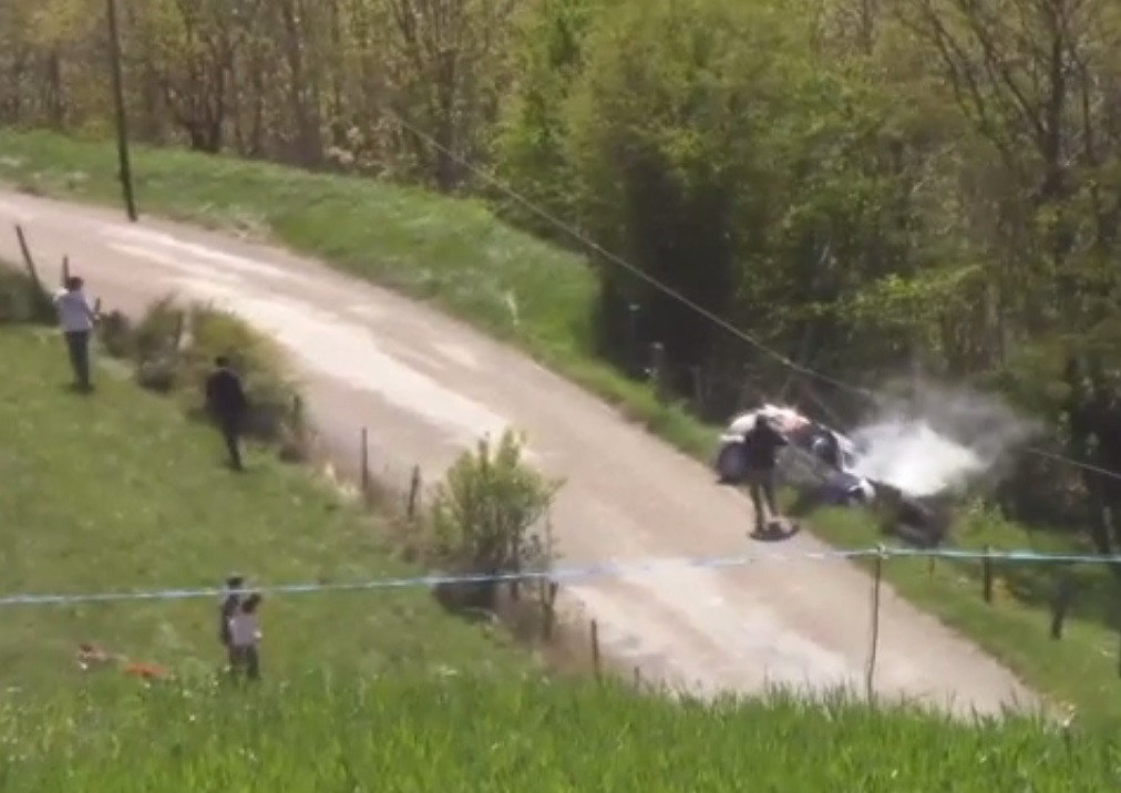 Автогонщик разбился наралли воФранции
