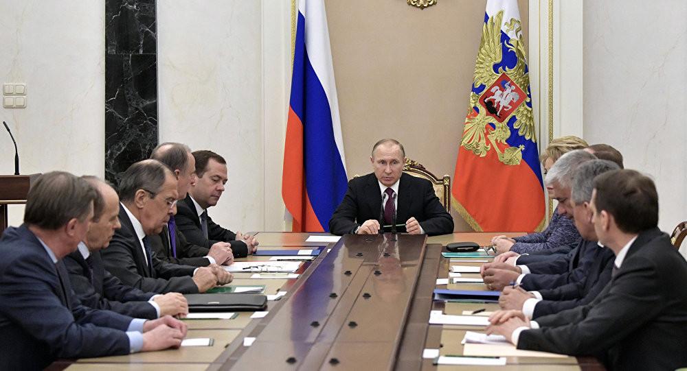 Путин обсудит сМатвиенко иВолодиным улучшение борьбы скоррупцией