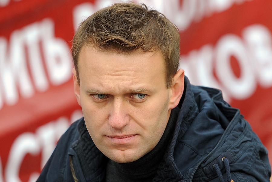 В столице России задержали 5 человек, раздававших наклейки вподдержку Навального