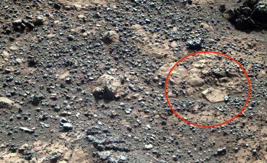 Нафото сМарса уфологами найден след ботинка