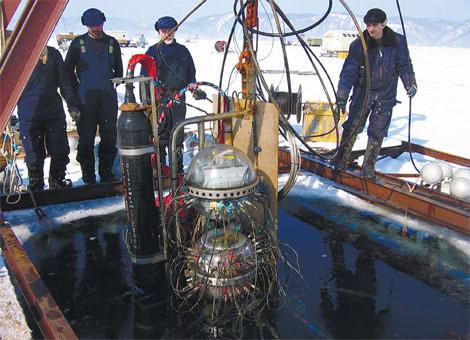Экспедиция ученых ловит нейтрино подводным телескопом возере Байкал