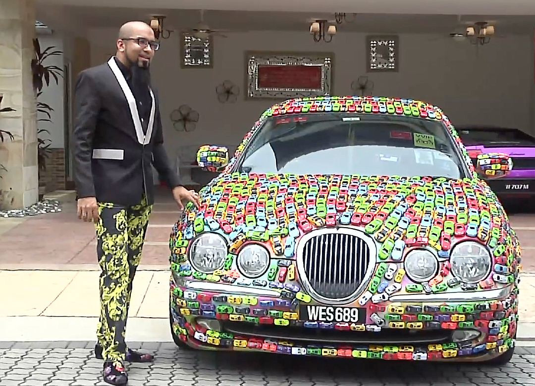 34-летний гражданин Малайзии украсил собственный Ягуар S-Type игрушечными машинками