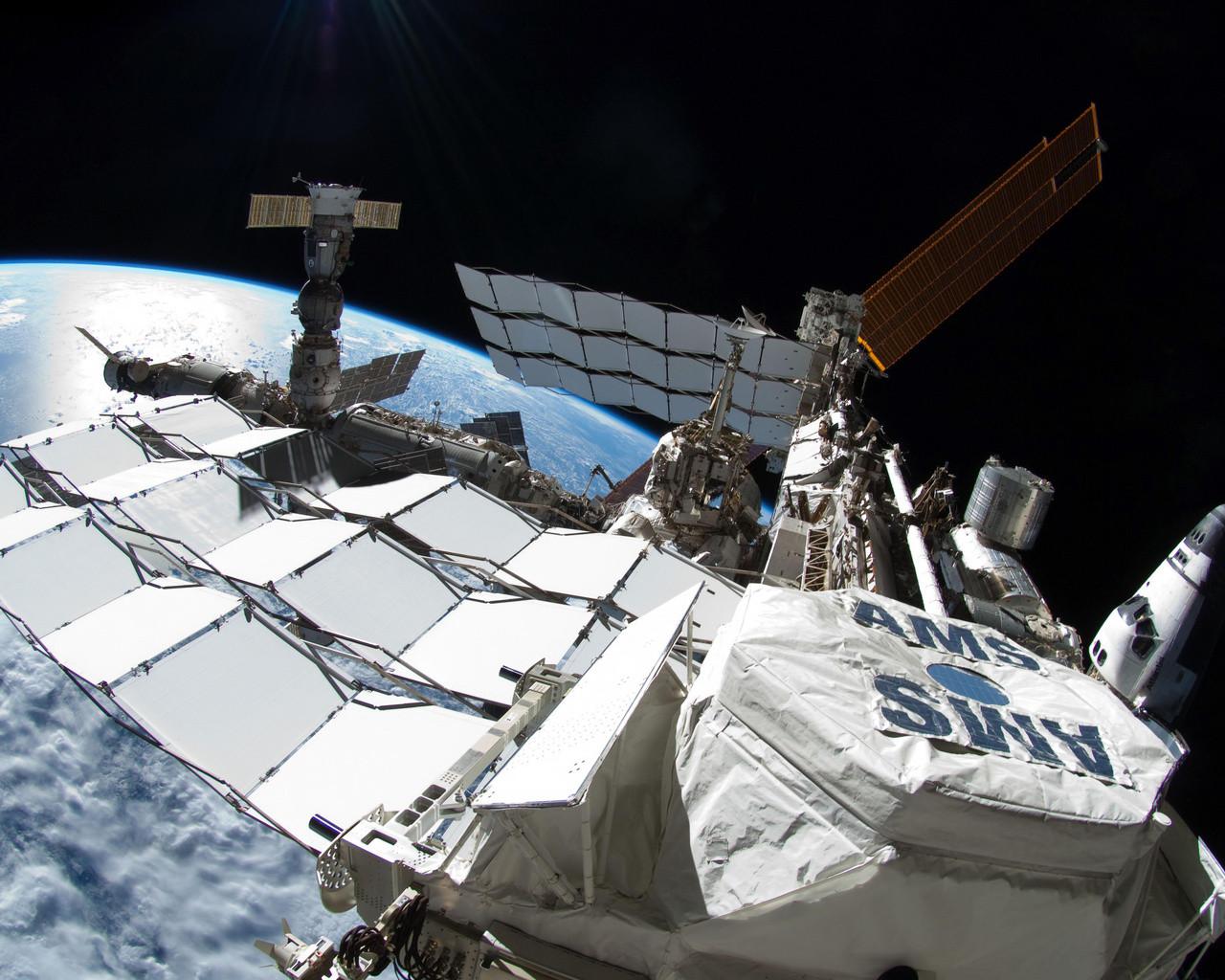 Насолнечной батарее американского сектора МКС найдено повреждение
