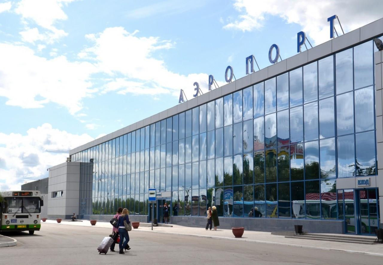 Самолет сМединским иНеверовым резко затормозил при взлете вОмске