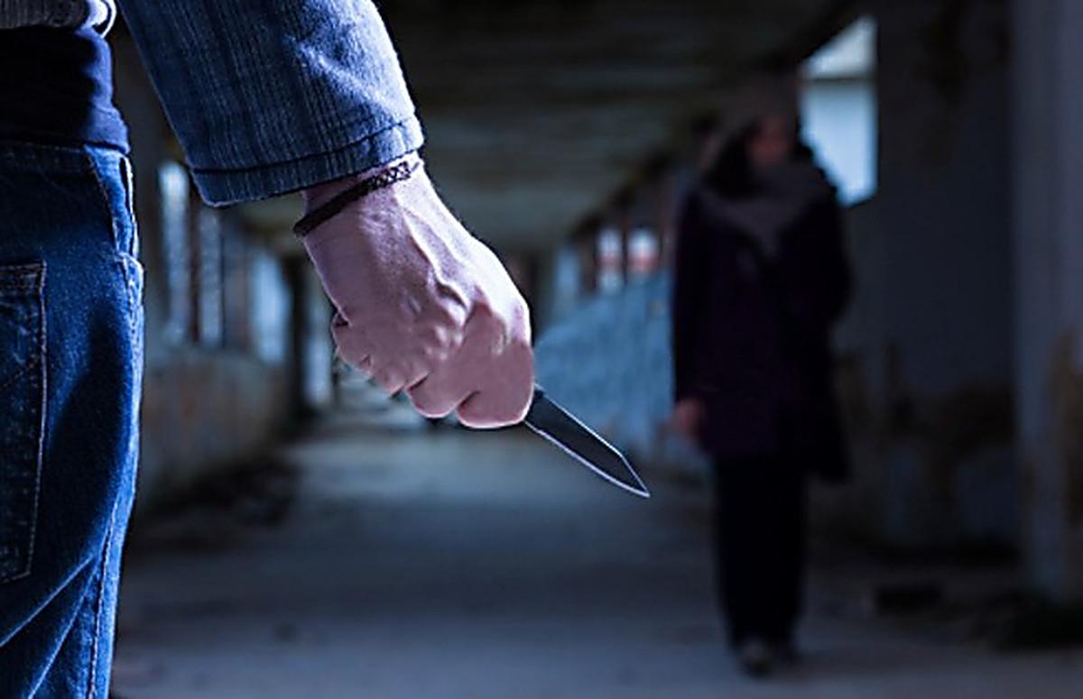 Бандит грозил ножом школьнице влифте вКудрово