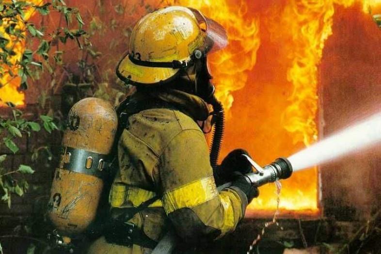 Впожаре в столице умер человек