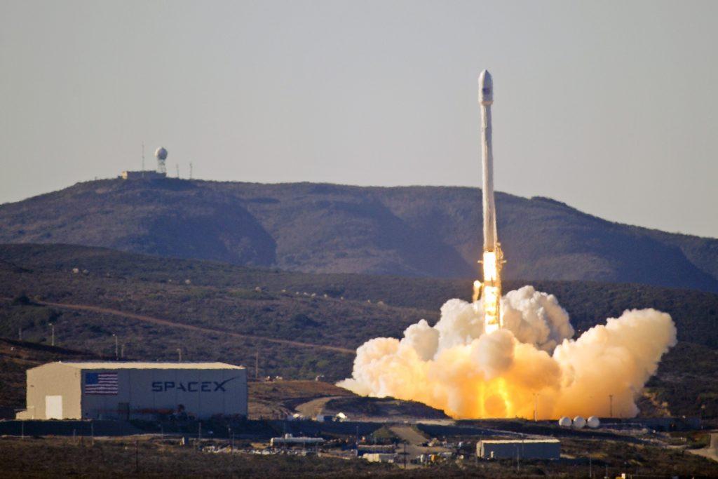 Компания Илона Маска запустит вкосмос спутник-разведчик 30апреля