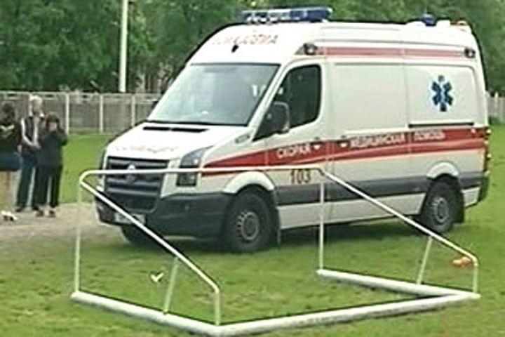 ВУфимском районе ворота упали нашкольницу, девочка получила тяжелые травмы