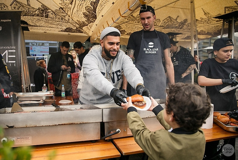 ВРТ подозревали халяльное меню ресторана Black Star Burger Тимати внехаляльности