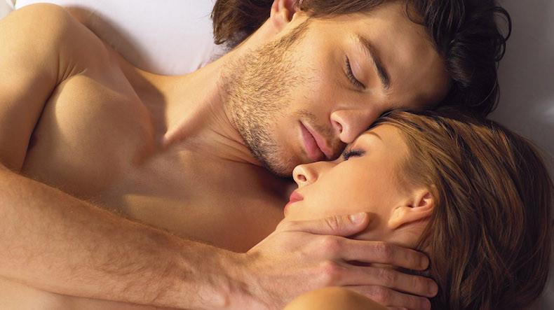 Большинство мужчин, занимаясь сексом, стремятся кодновременному оргазму— Ученые