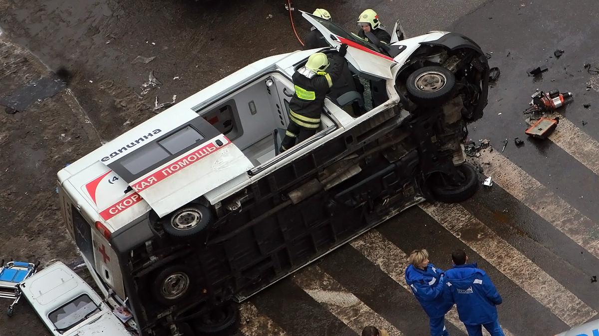 Автобус столкнулся смашиной «скорой помощи» наюго-западе столицы