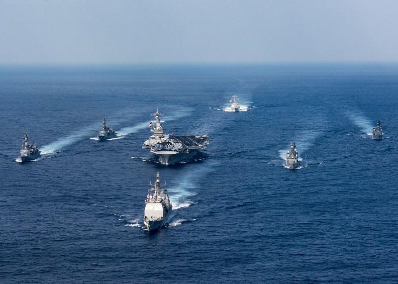 Американский авианосец «Карл Винсон» вошел вЯпонское море