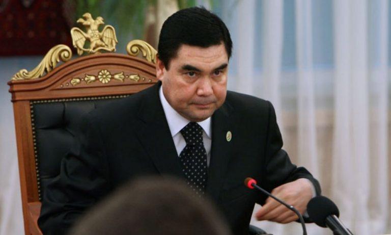 Президент Туркмении победил напраздничных скачках иполучил автомобиль