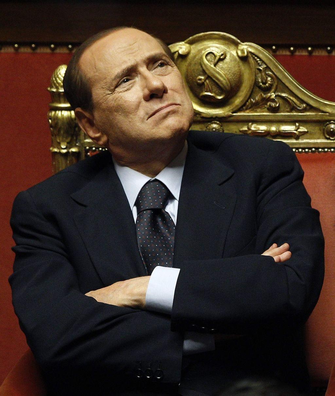 Берлускони упал дома иразбил губу