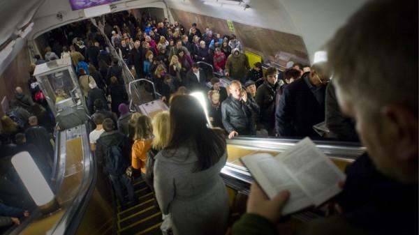 На фиолетовой ветке метро в Москве произошли сбои