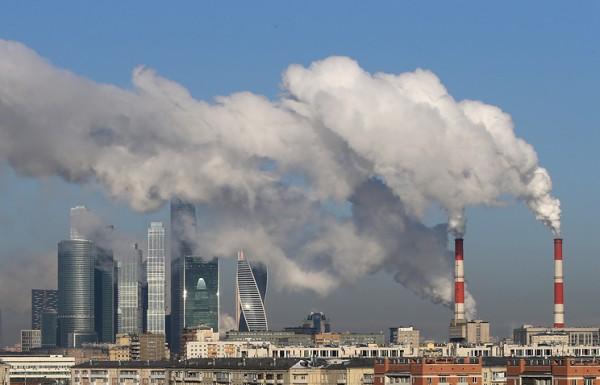 В нескольких районах Москвы запахло сероводородом