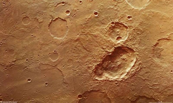 На Марсе нашли удлиненный кратер