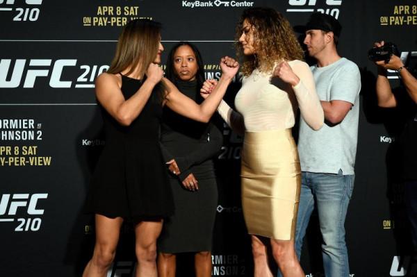 Комиссия UFC допустила к соревнованиям девушку с силиконовыми имплантами груди