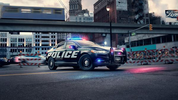 Компания Ford создала гибридный седан для полиции