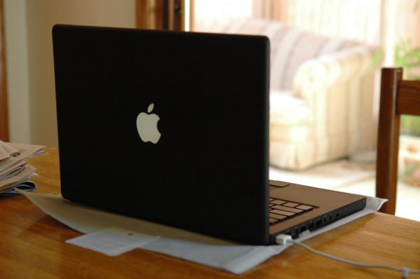 Apple уступила Lenovo место лидера в рейтинге лучших брендов ноутбуков