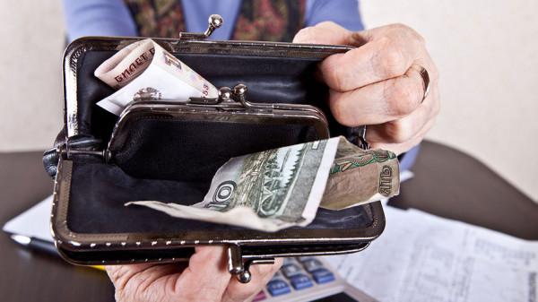 Жители России считают доход в 15,5 тысяч рублей чертой бедности