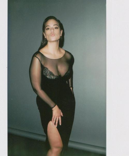 Модель plus-size Эшли Грэхем продолжает демонстрировать похудевшую форму