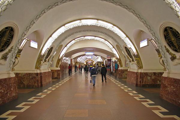 В Петербурге в метро закрыли 4 станции из-за нерабочего поезда