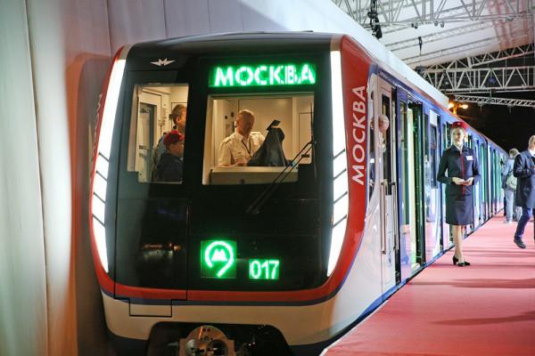 В столичном метро начал курсировать поезд